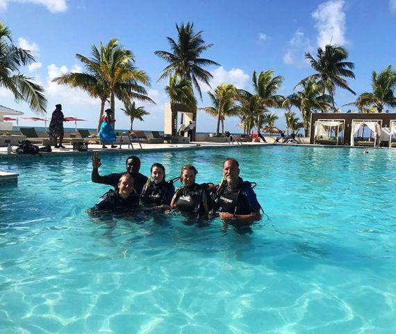 Duikcentrum in grand bahama padi reef oasis viva bahamas - Reef oasis dive club ...